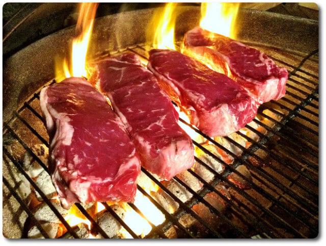 Steaks auf dem Grill