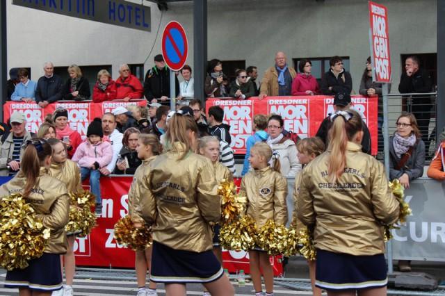 Dresden Monarchs Cheerleader auf dem Dresden Marathon