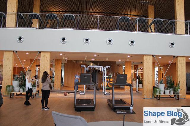 Laufbänder und Fitnessgeräte auf 2 Etagen