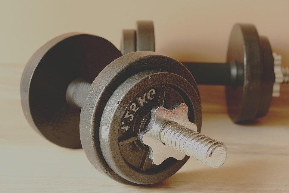 Muskelaufbau mit Hanteln